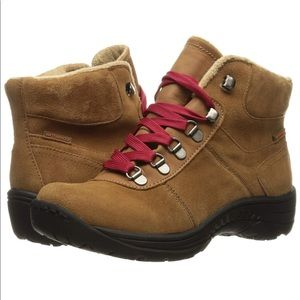 Baretraps | Rosie Lace Up Hiking Snow Boots | 9